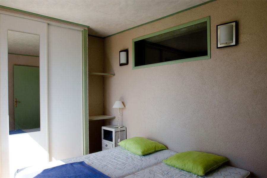 camping la tuquette camping naturiste var h bergements. Black Bedroom Furniture Sets. Home Design Ideas